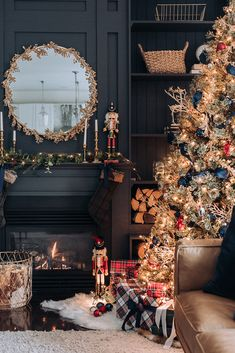 How to turn your home into a winter wonderland? A snowy white, flocked or pure white Christmas tree is a nice idea. Take a look at these white winter wonderland christmas tree decor ideas that trending Blue Christmas Decor, Gold Christmas Decorations, Christmas Tree Themes, Noel Christmas, White Christmas, Xmas, Traditional Christmas Decor, Christmas Tree Quotes, Funny Christmas Tree
