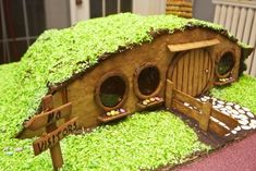 A gingerbread hobbit-hole. A gingerbread hobbit-hole. Gingerbread Dough, Christmas Gingerbread House, Christmas Treats, Christmas Cookies, Christmas Holidays, Gingerbread Village, Xmas, Royal Icing Gingerbread House, Homemade Gingerbread House