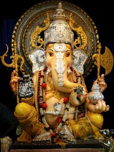 As the celebrations of Ganesh Chaturthi continue, there's still time to go pandal hoping in Pune. Here are the top 5 Ganesha mandals in Pune. Jai Ganesh, Ganesh Statue, Shree Ganesh, Ganesha Art, Ganesh Tattoo, Ganesha Pictures, Ganesh Images, Om Gam Ganapataye Namaha, Ganesh Photo