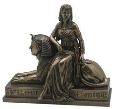 Cleopatra zittend op Sfinx - 25 x 23 x 14 cm