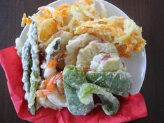Crispy, light and simply delicious tempura. These vegetables and shrimp are fried perfectly so they just melt in your mouth. Vietnamese Recipes, Asian Recipes, Ethnic Recipes, Vietnamese Food, Japanese Appetizers, Shrimp Tempura, Shrimp And Vegetables, Savarin, Asian Cooking