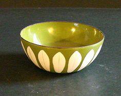 Rare Avocado Green Catherine Holm Lotus Bowl by noplacetosit
