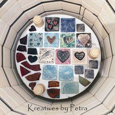 einen Blick in meinen Brennofen ;-))  bunte Fliesenstücke für mein Mosaik in meiner Werkstatt kreativesbypetra #Keramik #ceramik #brennofen #Glasur #glasurbrand #glaze #ton #töpfern #töpferei #plattentechnik #herzen #fliesen #botz Teller, Petra, Mandalas, Mosaics, Work Shop Garage, Tile, Clay, Random Stuff, Canvas