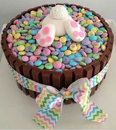 ideas for easter feast sweets easter bunny popo figurine from fondant - Kuchen - Cake-Kuchen-Gateau Hoppy Easter, Easter Eggs, Easter Food, Easter Bunny Cake, Easter Baking Ideas, Holiday Desserts, Holiday Treats, Party Treats, Holiday Baking
