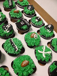 RAIDERS cupcakes    http://www.raiderstalk.com/