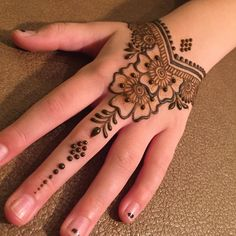 Explore latest Mehndi Designs images in 2019 on Happy Shappy. Mehendi design is also known as the heena design or henna patterns worldwide. We are here with the best mehndi designs images from worldwide. Henna Tattoo Designs Simple, Mehndi Designs For Kids, Henna Art Designs, Mehndi Designs For Beginners, Mehndi Designs For Fingers, Mehndi Simple, Best Mehndi Designs, Easy Henna, Easy Simple Mehndi Designs