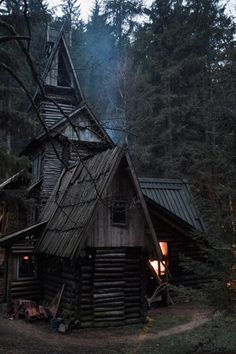 Little Witch cottage ? Little Witch cottage ? Witch Cottage, Witch House, Spooky House, Halloween House, Witch Aesthetic, Cabins And Cottages, Cabins In The Woods, Tiny House, Beautiful Places