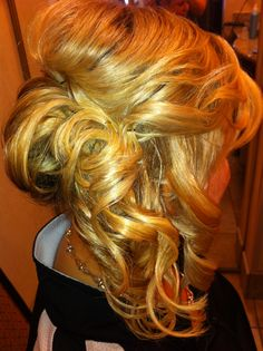 i love the look of the updo but still having the curls. perff