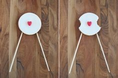 Valentine cookie pop  A romantic cookie pop designed for lovers. Eat the opposite ends until you meet in the middle for a yummi, candylicious, so-sweet-you-can-die kiss.     FONDERIA