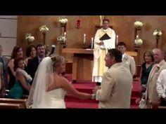 Father Sings To His Daughter On Her Wedding Day. Even The Priest Can't Hold His Tears. - The Meta Picture