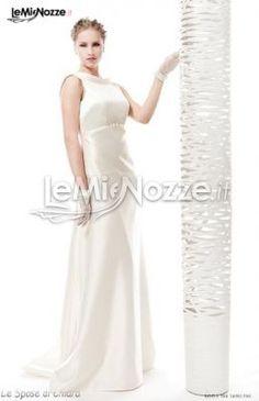 http://www.lemienozze.it/operatori-matrimonio/vestiti_da_sposa/silwa_sposa/media/foto/11  Abito da sposa in raso con piccola cinta sotto il seno