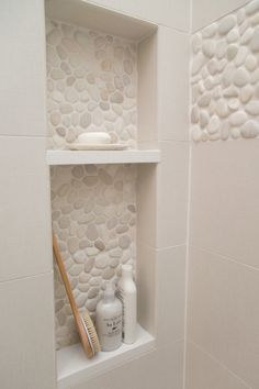Pebble Tile Bathroom Shower Walls From white Carrara marble to black sliced pebble stones and beyond, discover the top 70 best bathroom shower tile ideas. Bad Inspiration, Bathroom Inspiration, Master Bath Remodel, Remodel Bathroom, Bathroom Niche, Bathroom Layout, Design Bathroom, Bathroom Vanities, Bathroom Storage