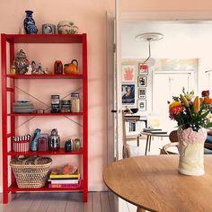 Sponsoreret af @ikeadanmark //. . SÅ ER DET NU, du kan vinde min fine røde Ivar reol ❤️ . . Ret simple regler :-) jeg anbefaler naturligvis I følger med hos altid inspirerende @ikeadanmark og ellers vil jeg bare gerne høre, hvor I vil placere den fine reol hjemme hos jer?. . Vinderen findes på Ikeas Instagram @ikeadanmark på mandag d. 26/2-18 .... så sæt igang. . Ønsker jer al held og lykke. Glæder mig til at se hvor den lander ❤️. . #ikeadk #ivar #ikeahack #ikeaivar