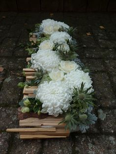 Creative Flower Arrangements, Flower Arrangement Designs, Funeral Flower Arrangements, Christmas Arrangements, Funeral Flowers, Floral Arrangements, Grave Decorations, Flower Decorations, Home Entrance Decor