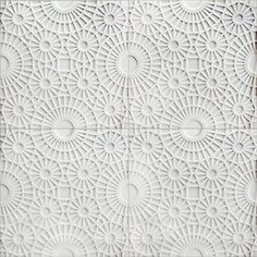 Kreoo by Decormarmi. A stone-based wall decor, Merletto is composed of circular motifs that resemble a kind of marble lace. Available in 60 x 60 cm tiles, they are made using a bas-relief technique and have a thickness of 2 cm.