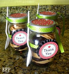 Cupcake in a jar gift   Visit & Like our Facebook page! https://www.facebook.com/pages/Rustic-Farmhouse-Decor/636679889706127