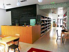 quintal bioshop Coffee Corner, Backyard, Bar, Table, Furniture, Places, Design, Home Decor, Porto