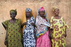 From L to R: Ibrahima's aunt, mother, aunt, and sister, all Fulani who weave in the traditional style. Photograph by Andrea Moore.