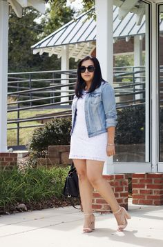 [:en]How to style a white dress for transition into fall. As well as an idea on how to style a dress for fall weather. Curvy Women Fashion, Girl Fashion, Womens Fashion, Dress With Jean Jacket, Curvey Women, Girls In Mini Skirts, Fall Weather, Beauty Full Girl, Beautiful Indian Actress