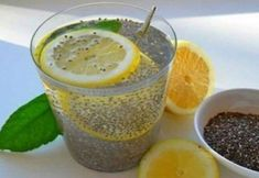 Chia water with lemon eliminates accumulated fat and irritates .- Chia Wasser mit Zitrone beseitigt angesammeltes Fett und reinigt den Körper in … Chia Water with Lemon eliminates accumulated fat and cleanses the body in just three days Weight Loss Drinks, Weight Loss Smoothies, Fat Burner Drinks, Healthy Drinks, Healthy Recipes, Healthy Food, Healthy Weight, Delicious Recipes, Lose 40 Pounds