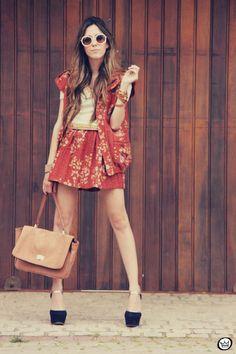http://fashioncoolture.com.br/2012/12/01/look-du-jour-vishland/