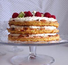 Makuja kotoa: Britakakku toivottaa hyvää uutta vuotta! #kakku #marenki