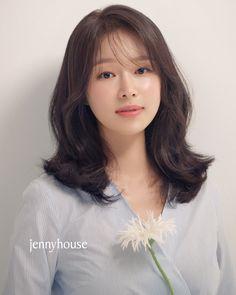 Medium Hair Cuts, Medium Hair Styles, Long Hair Styles, Face Shape Hairstyles, Pretty Hairstyles, Middle Hair, Asian Haircut, Asian Short Hair, Short Hair Styles For Round Faces