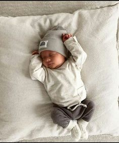 Cute Baby Boy Outfits, Cute Baby Clothes, Cute Little Baby, Cute Babies, Neutral Baby Clothes, Foto Baby, Cute Baby Pictures, Baby Boy Fashion, Baby Boys
