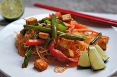 Není nad domácí #asiechutna Rýžové nudle s červeným kari. Rychlý a chutný recept pro každou příležitost.