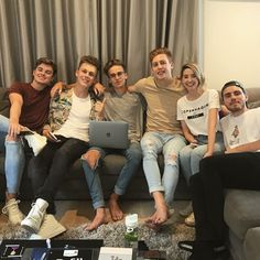 Will this be the new buttercream gang ? Joe And Zoe Sugg, Joe Sugg, Buttercream Squad, Sugg Life, Jack Maynard, Youtube Memes, Ricky Dillon, Supportive Friends, Joey Graceffa