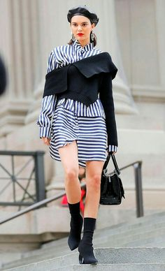 Stripes and black Kendall And Kourtney, Kendall And Kylie Jenner, All Fashion, Urban Fashion, Fashion Outfits, Fashion Weeks, Kardashian Style, Kardashian Fashion, Kardashian Jenner