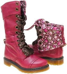 Omg pink combat boots!!!! <3