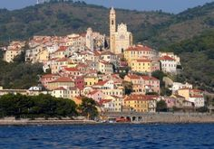 Eccola #Cervo: abbarbicata tra le dolci colline del #golfodianese #Liguria #mare #cervofestival