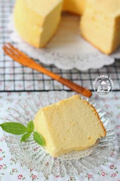 I have quite a while did not bake an orange chiffon cake. Since I have some oranges that bought from Cameron highlands trip the other day,. Milk Sponge Cake Recipe, Sponge Cake Recipes, Pandan Chiffon Cake, Orange Chiffon Cake, Dessert Dishes, Dessert Recipes, Pinoy Dessert, Cotton Cake, Light Cakes