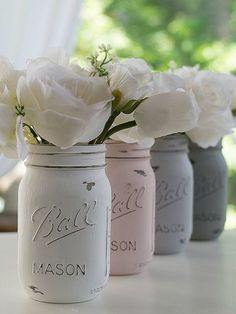 Pink Gray White Painted Mason Jars Weddings by dropclothdesignco Rosa graues Weiß gemalte Weckglas-H Shabby Chic Curtains, Shabby Chic Pink, Shabby Chic Bedrooms, Shabby Chic Homes, Shabby Chic Furniture, Shabby Chic Decor, Distressed Furniture, Trendy Bedroom, Vintage Mason Jars