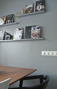 Bildresultat för tavellist kök inspiration Floating Shelves, Living Room, Kitchen, House, Home Decor, Dekoration, Cooking, Decoration Home, Home