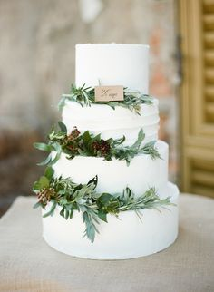 Portofino Italy Wedding Cake / Mediterranean / Photo by Rebecca Arthurs / Princess Weddings / Film Photography / Castello Brown / Green & White Wedding