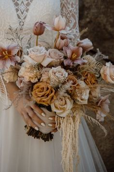 Woodsy inspiration a the Lincoln Woods State Park. Photo: @kirsten_capron Parisian Wedding, Woodsy Wedding, Beautiful Bouquet Of Flowers, Wedding Flowers, Wedding Thank You, Wedding Things, Works With Alexa, New England, Lincoln