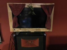 We wanted to do something a little different and fun to dress up our TV. We made this Pallet-Framed Stage and made our TV a real Home Theater adventure! It's just a simple butt-joined frame, with simple curtains on a wire curtain rod, but it makes Tv Console Modern, Modern Tv, Diy Pallet Furniture, Diy Pallet Projects, Pallet Ideas, Recycled Pallets, Wood Pallets, Wire Curtain Rod, Tv Stand Rack