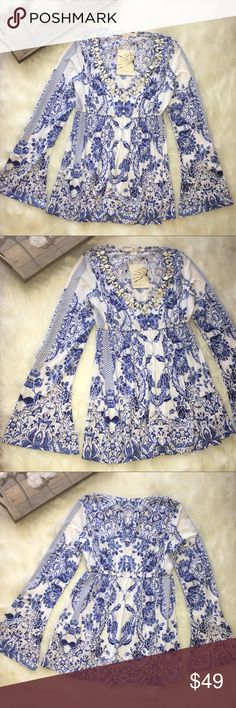 Boston Proper Blue Floral Porcelain Print Blouse Stunning Boston Proper Blouse in brand new with tags condition. Size xxs porcelain print Boston Proper Tops Blouses