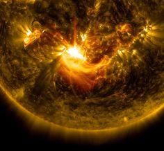Sun Release M8.7-Class Solar Flare on Dec. 17, 2014 #Science-Nature