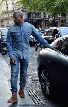 If you get your washes matched up right and find a nottooWestern pair of shoes double denim can look pretty great. Jean Shirt Outfits, Denim Outfit, Doble Denim, Kanye West Outfits, How To Wear Shirt, Gq Mens Style, Denim Shirt Men, Men's Denim, Dressing