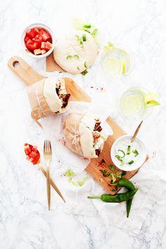 Une recette de pita au poulet à la grecque qui ainsi, incarne la street food chic à merveille. Un snack à essayer absolument.