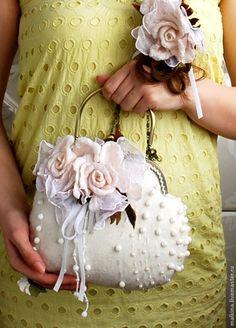 Купить Валяная сумочка Белые розы - белый, валяная сумочка, белая сумочка, сумочка ♡