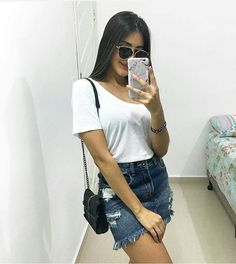Jeans destroyed: a tendência que eleva o look casual - Guita Moda Mode Outfits, Skirt Outfits, Casual Outfits, Fashion Outfits, Latest Fashion For Women, Womens Fashion, Trendy Swimwear, Denim Outfit, Ladies Dress Design