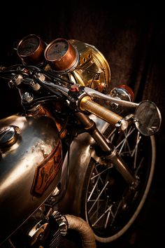 Isabel, the steampunk cafe racer. Steampunk and cafe racer= awesomeness! Retro Bikes, Vintage Bikes, Vintage Metal, Cool Motorcycles, Vintage Motorcycles, Triumph Motorcycles, Scooters, Steampunk Cafe, Steampunk Motorcycle