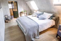 Robuuste eiken vloer in bed en breakfast regio Antwerpen Belgian Pearls, New Builds, B & B, Bed And Breakfast, House Design, Flooring, Mansions, Interior Design, Orcas Island