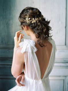 Gold bridal hairpiece from the SS17 Liv Hart accessories collection