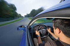 15 millones de conductores se duermen al volante  Un estudio de la Fundación CEA pone de manifiesto el riesgo que corremos los españoles a la hora de viajar al hacer caso omiso de las recomendaciones acerca de los descansos. Casi el 60% de los conductores reconoce haberse dormido al volante en alguna ocasión.