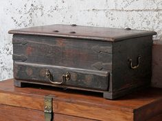 Antique Treasure Chest Stay on trend in 2018 with by incorporating dark glam wooden furniture into your home #homedecor #furniture #homestyle